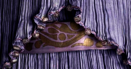 Delphos dress, Mariano Fortuny, 1909. Purple silk satin.