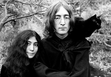 John_Lennon_and_Yoko_Ono_Cat_Ethan_Russell_1968_2048x2048 2